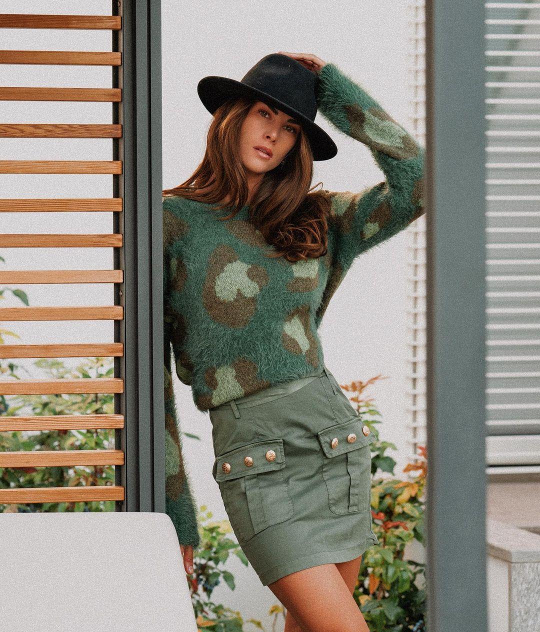 Francesca-Sofia-Novello-Wallpapers-Insta-Fit-Bio-5