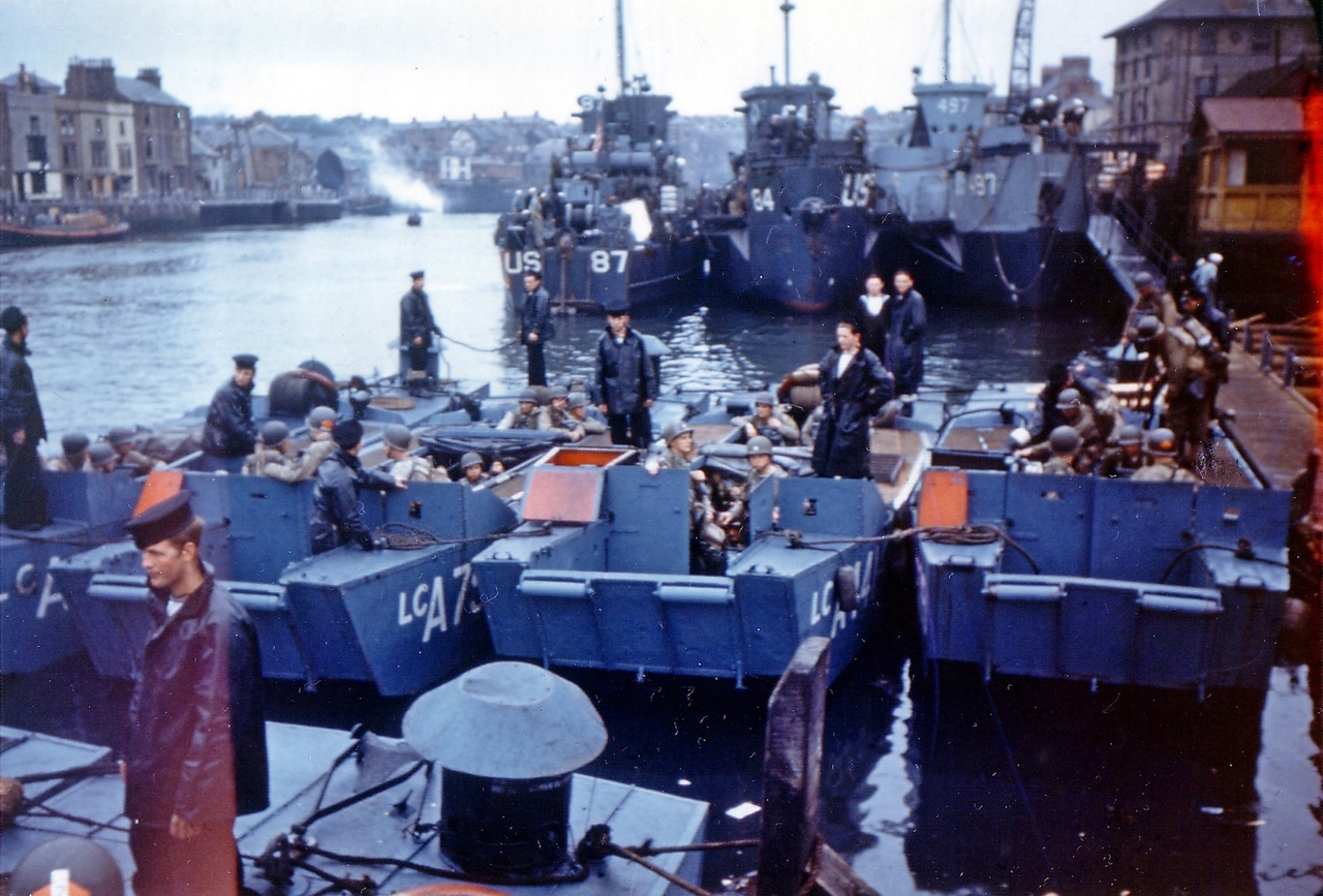 LCA-class British assault landing craft. Allied soldiers preparing for Operation Overlord (Weymouth - Normandy). Unique photo in color