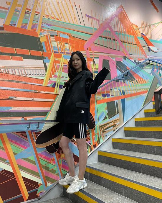190903-Apink-Naeun-Fashion-Instagram-3