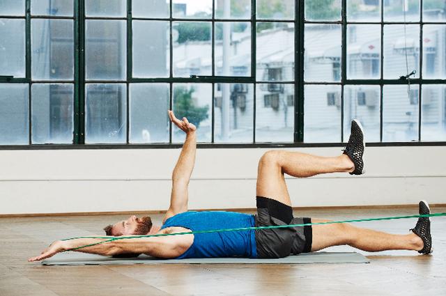 Dit-is-hoe-je-een-totalbody-workout-met-de-weerstandsband-doet-Google-Chrome-22-07-2020-15-15-13