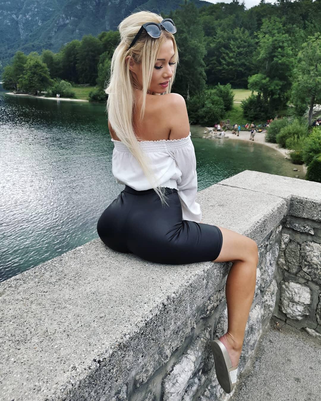 Petra-Svoboda-Wallpapers-Insta-Fit-Bio-2