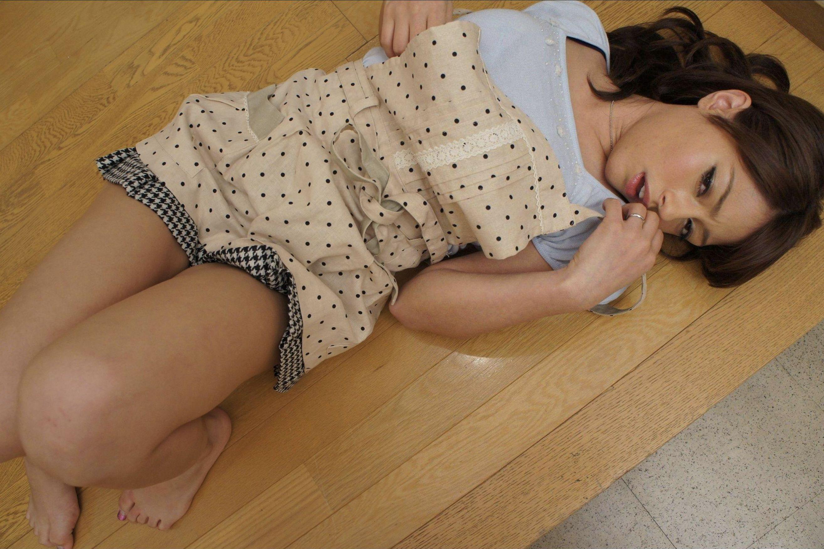 肉欲に堕ちた団地妻 知らない男の匂いに躰が熱くなる… SARAH ishot-018