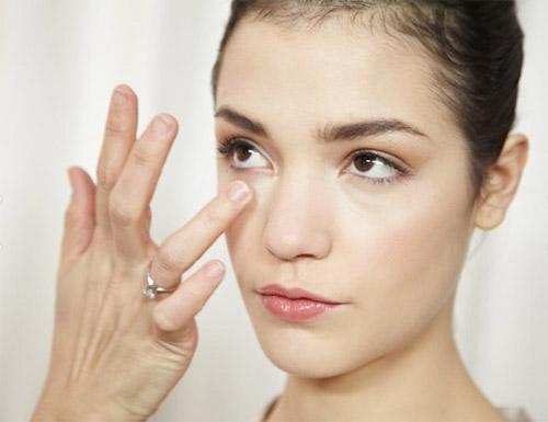 Cách trị thâm quầng mắt rất đơn giản mà hiệu quả Quang-mat-1