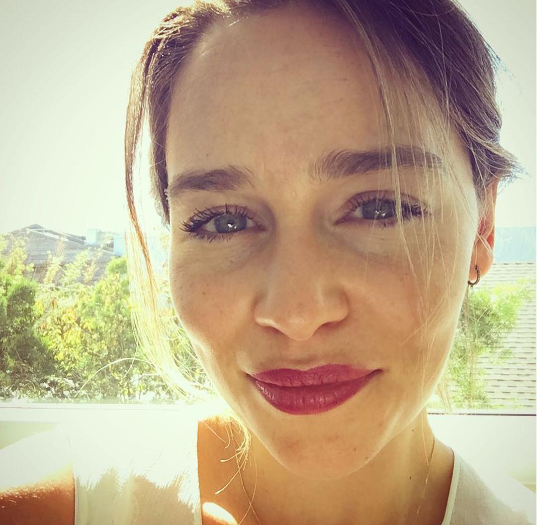 Emilia-Clarke-Wallpapers-Insta-Fit-Bio-1