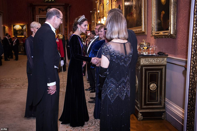 22124788-0-The-royal-appeared-in-high-spirits-as-she-chatted-to-attendees-o-a-26-1576102937909