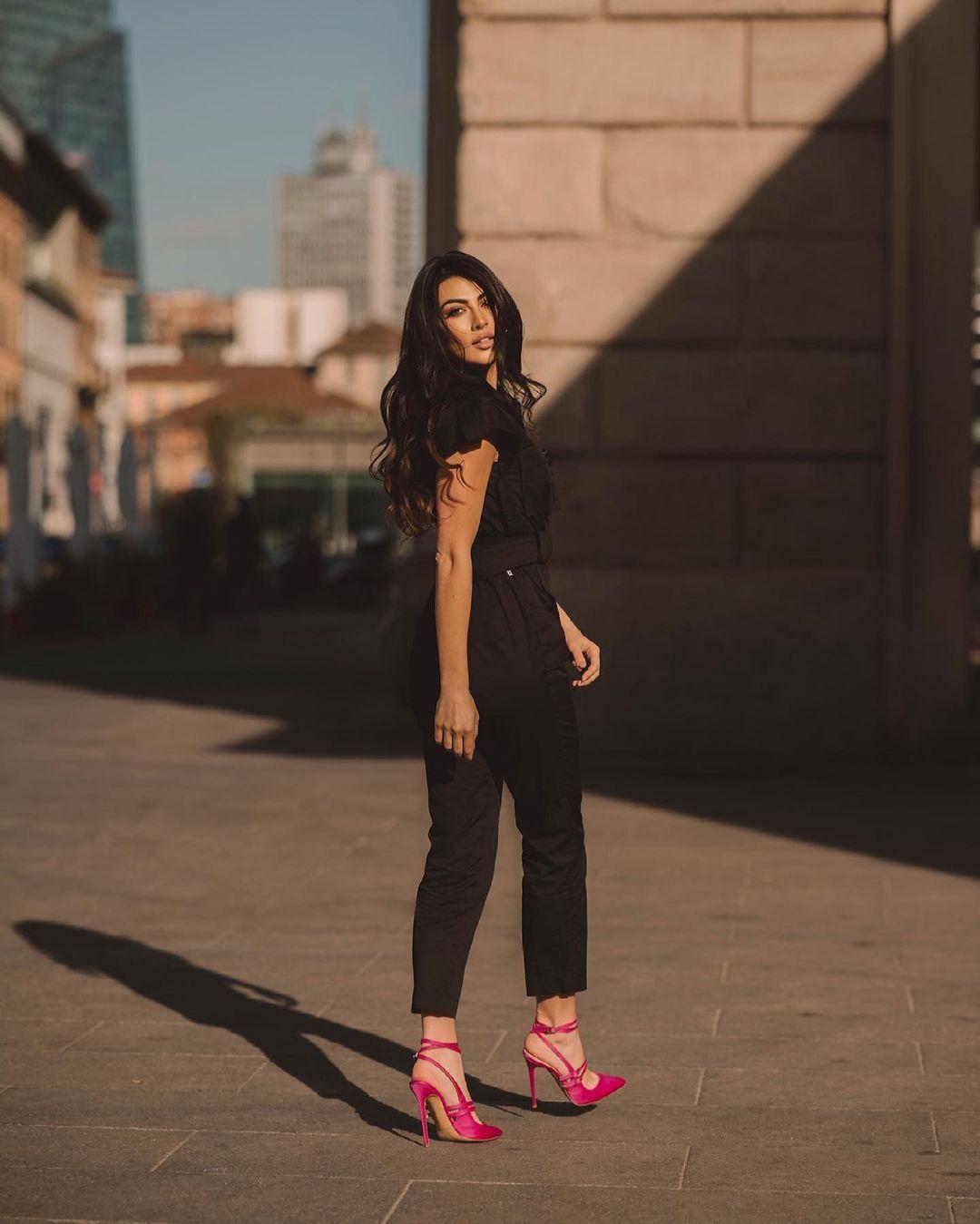 Giulia-Salemi-Wallpapers-Insta-Fit-Bio-3