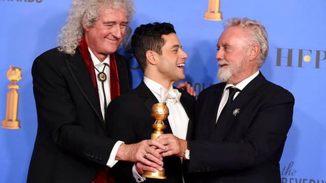 76th-Annual-Golden-Globe-Awards-Press-Room-17380