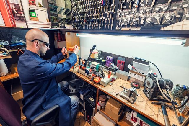 24-hour-car-locksmith-service-2