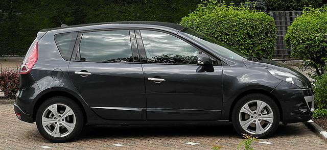 Renault-Sc-nic-III-Seitenansicht-2-Juli-2011-Ratingen.jpg