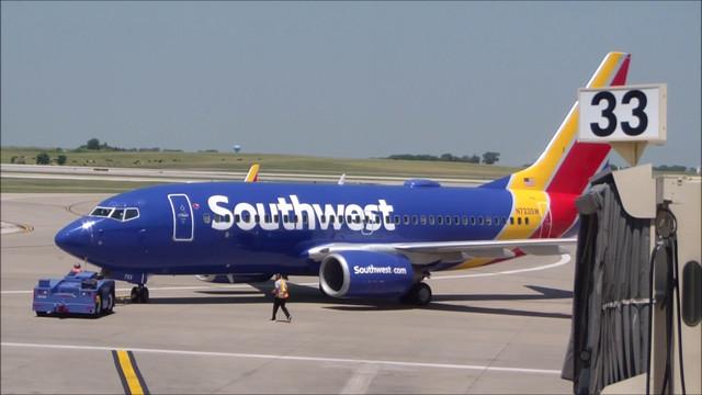 southwest737atkc.jpg