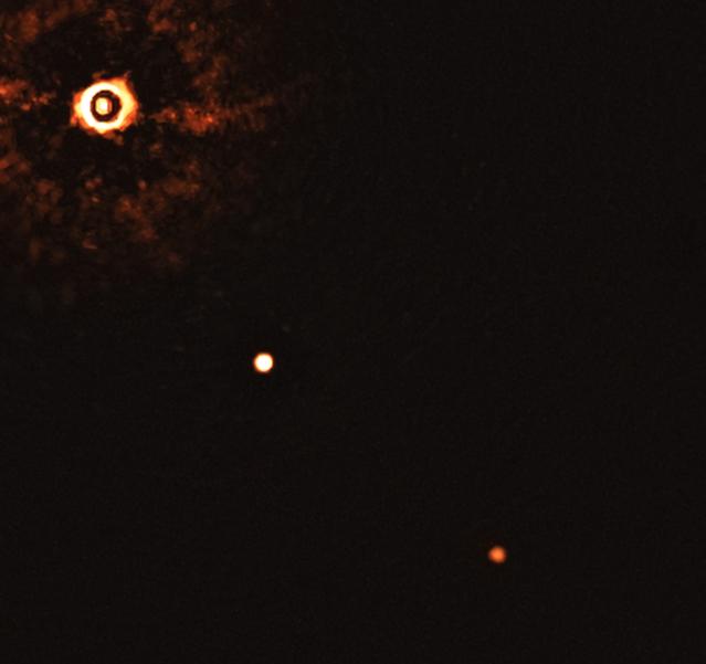 Fotografata la prima immagine di un sistema solare come il nostro con diversi pianeti.