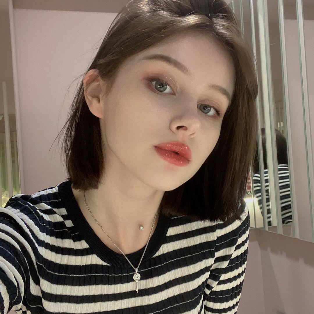 Darina-Brodskaya-Wallpapers-Insta-Fit-Bio-3