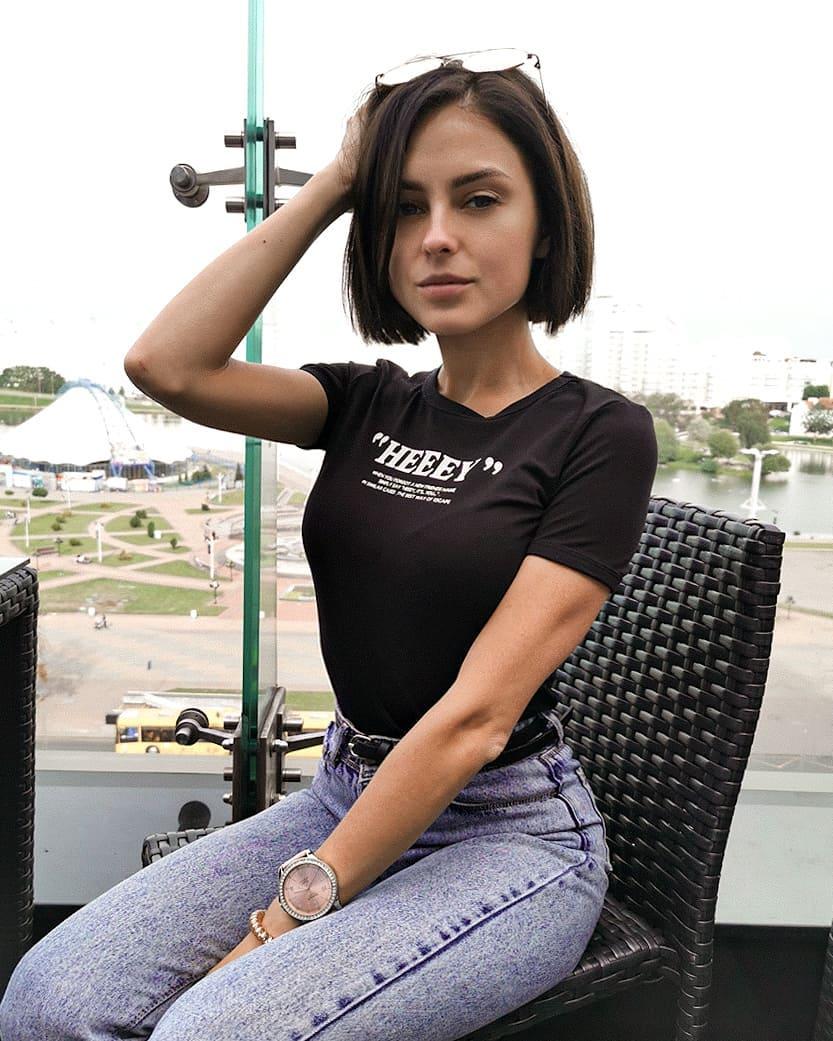 Valeria-Dukova-Wallpapers-Insta-Fit-Bio-1