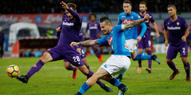 Napoli Ditahan Fiorentina