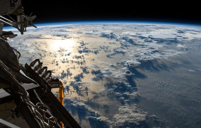 ploskaia-zemlia-oblaka-sputnik
