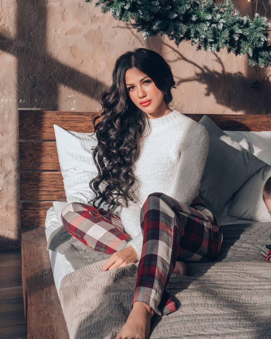 Fatima-Nezhdanova-Wallpapers-Insta-Fit-Bio-2
