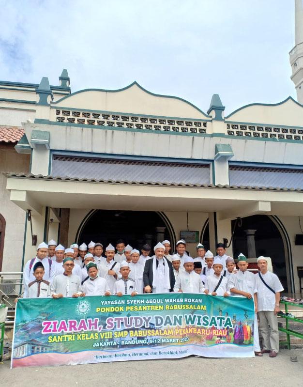 foto-bersama-di-masjid-luar-batang-ok