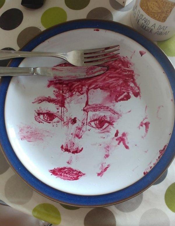 Рисунок на тарелке
