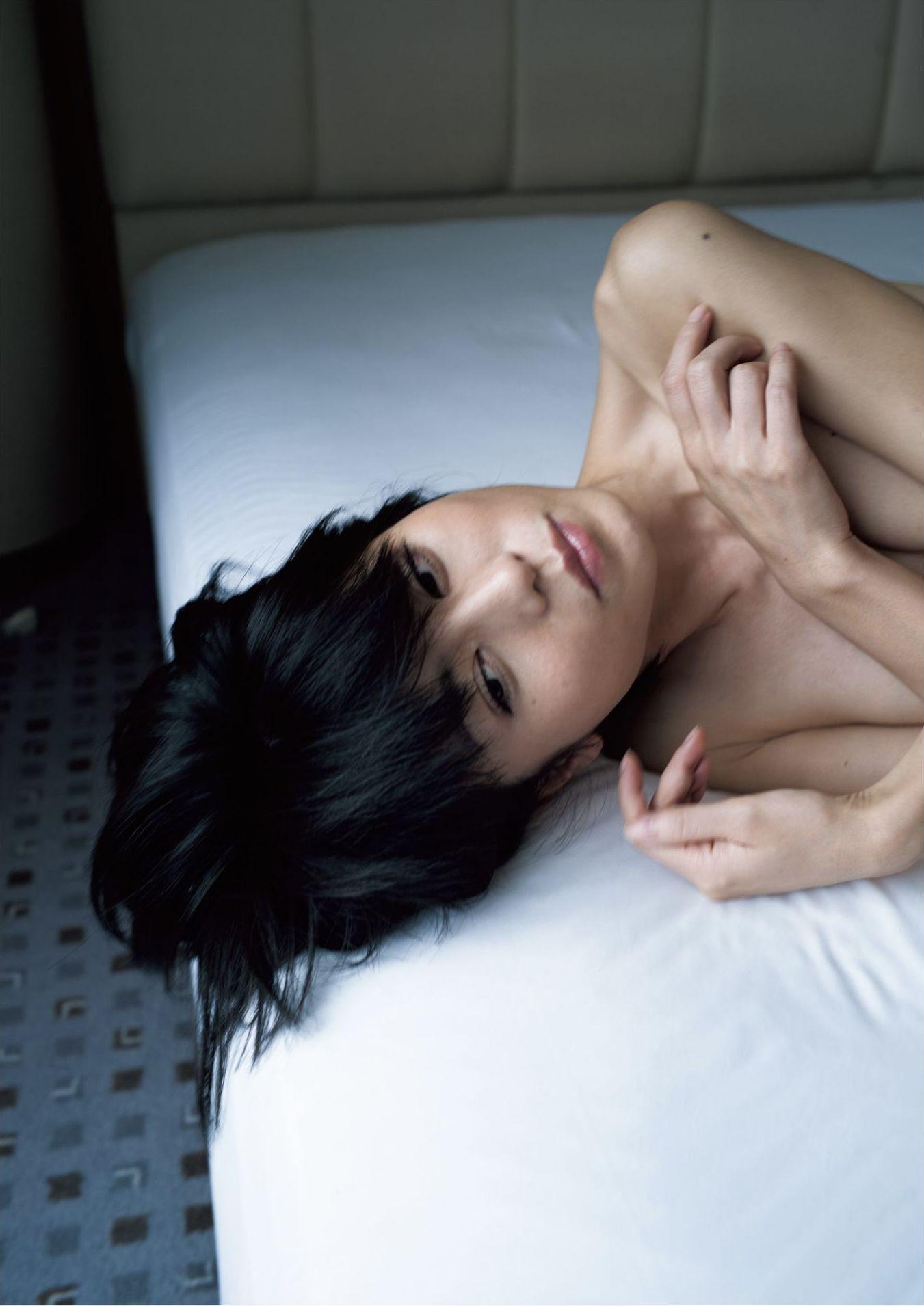 芳野友美ファースト写真集『或る女』093