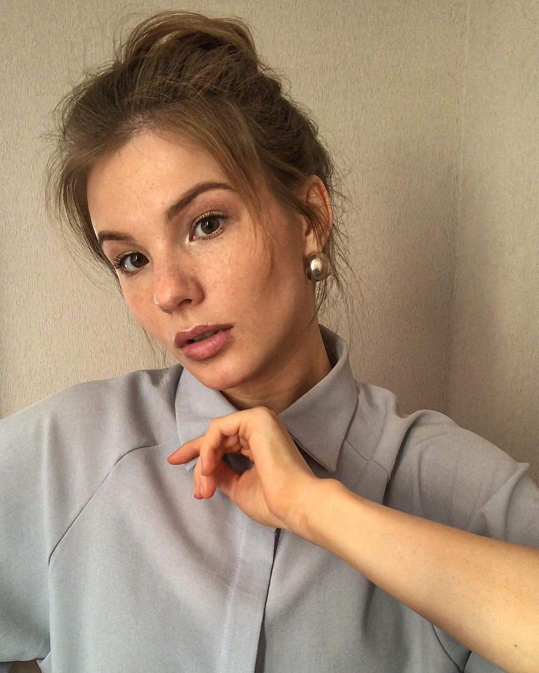 Anna-Kudinova-Wallpapers-Insta-Fit-Bio-9