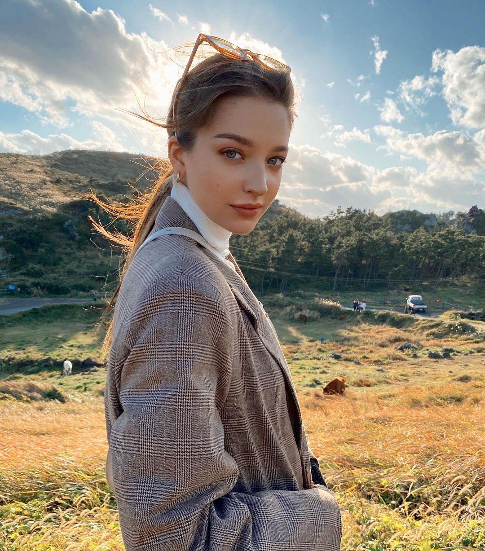 Angelina-Danilova-Wallpapers-Insta-Fit-Bio-1