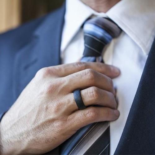 Что такое силиконовые обручальные кольца, зачем и кому они нужны
