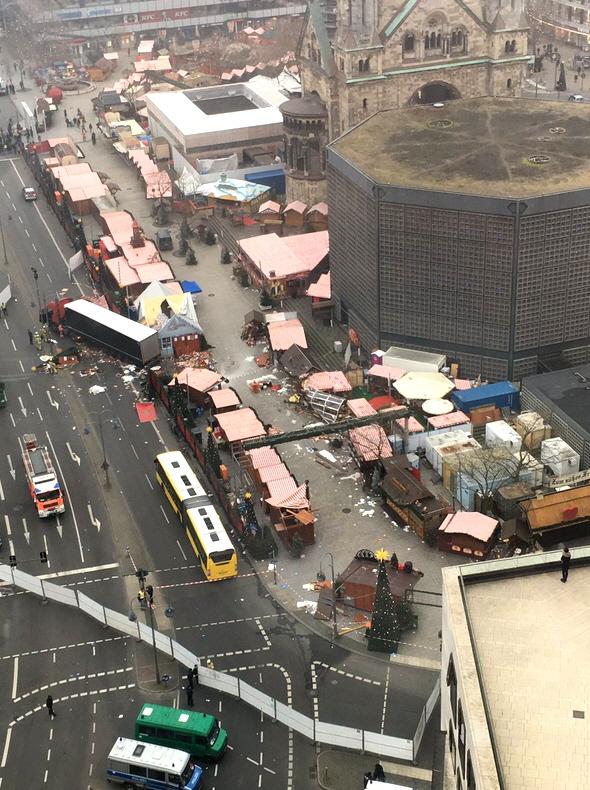 Lkw rast in Berliner Weihnachtsmarkt