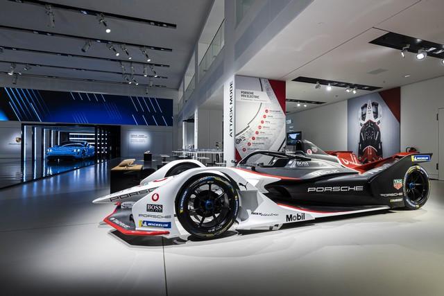 Porsche inaugure l'exposition « Porsche - Pionnier de la mobilité électrique» à Berlin  S20-3097-fine