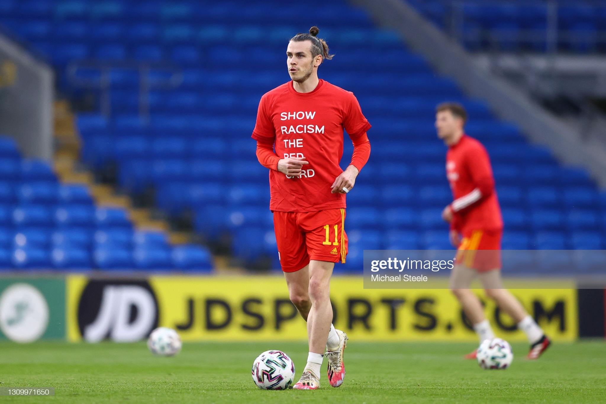 [Image: CARDIFF-WALES-MARCH-30-Gareth-Bale-of-Wa...ng-shi.jpg]