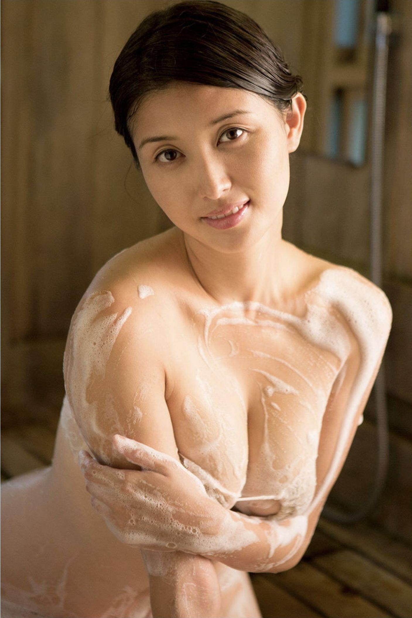 『愛の記憶』橋本マナミ デジタル写真集 044
