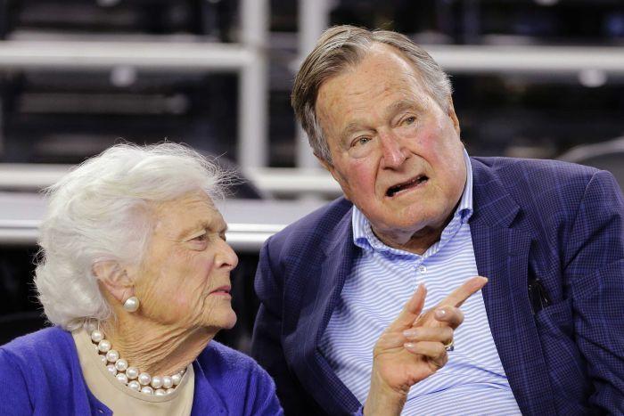 بوش وزوجته