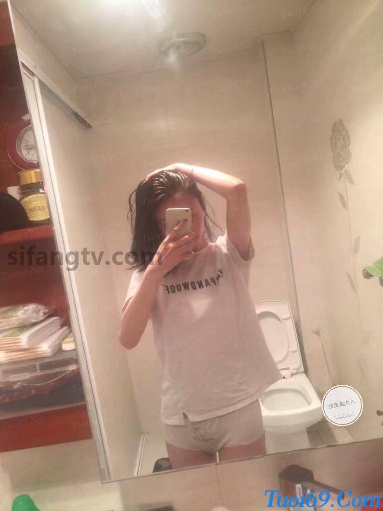 Wuhan-University-sister-Xiao-Weiwei-uniforms-seduced-44