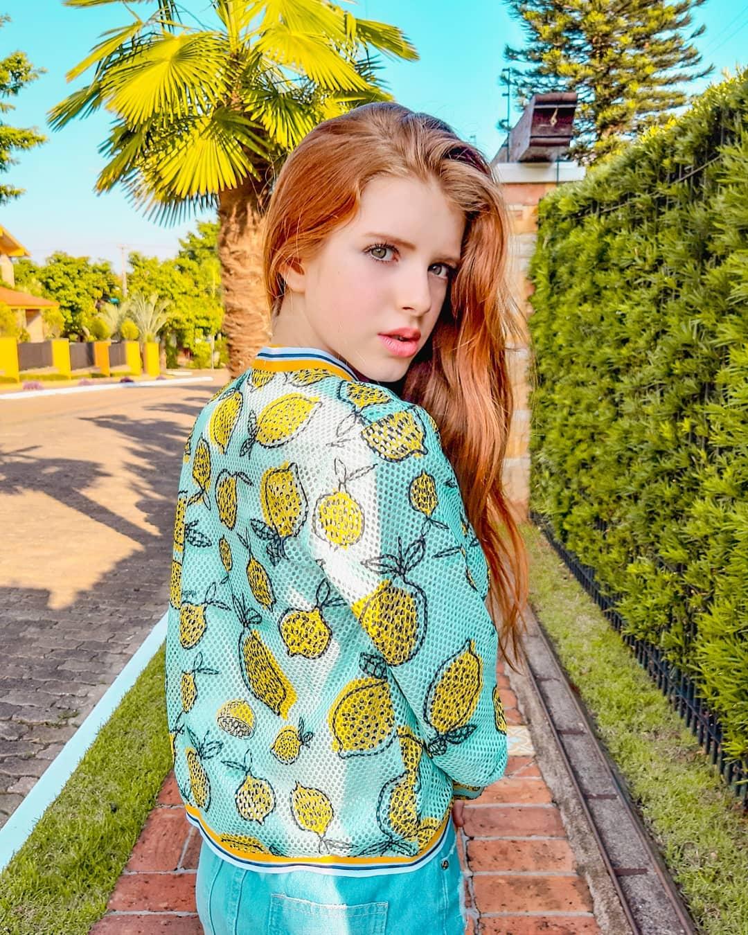 Julia-Vitoria-Mayer-Wallpapers-Insta-Fit-Bio-8