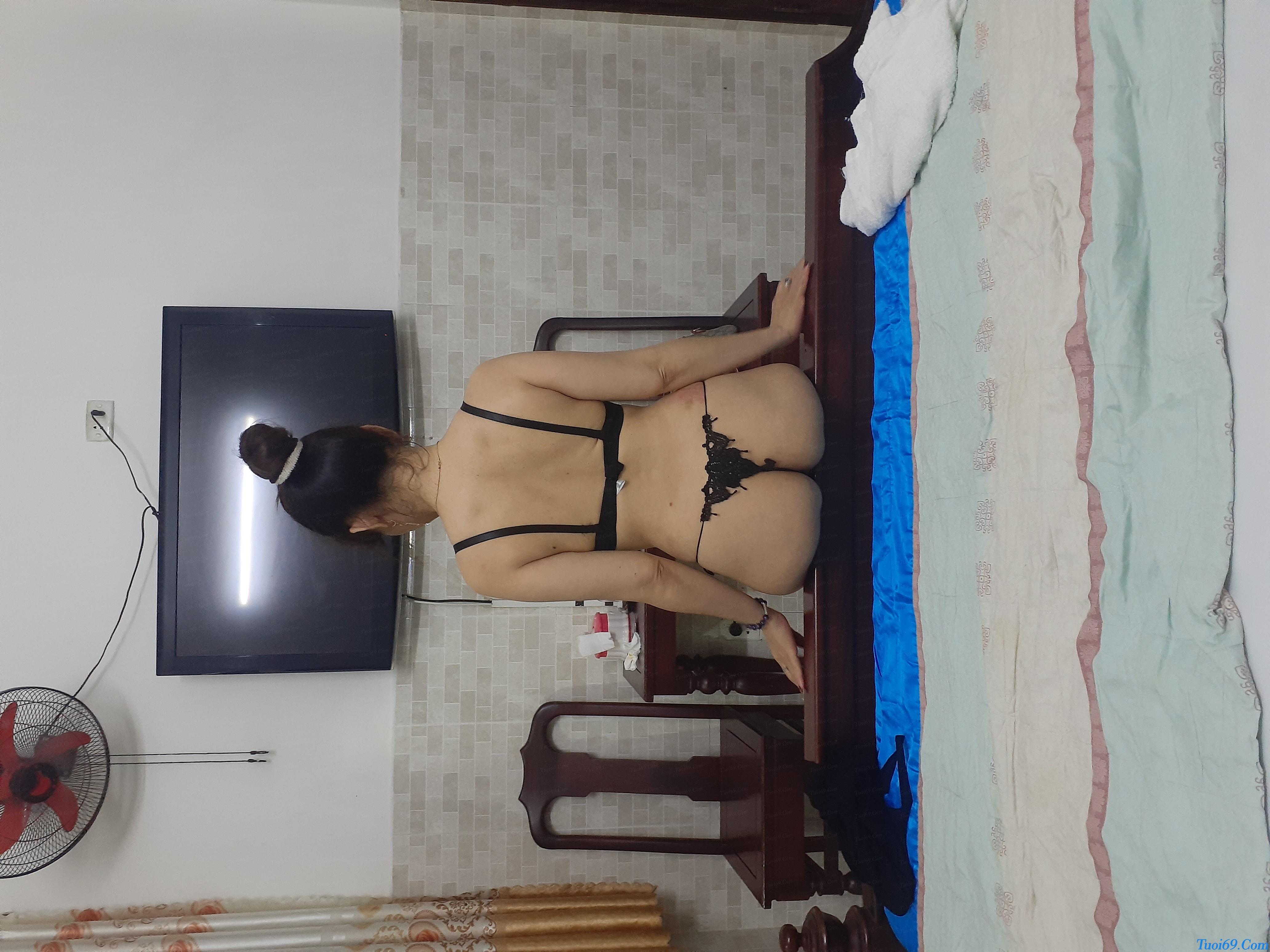 tuoi69net-review-em-gai-lan-huong-dam-nu-dang-yeu-chieu-khach-18