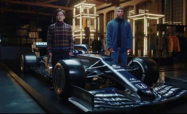 F1 2021 : La Scuderia AlphaTauri a présenté sa nouvelle Formule 1, baptisée AT02 At02-aw21-launch-scuderia-alphatauri-mobile