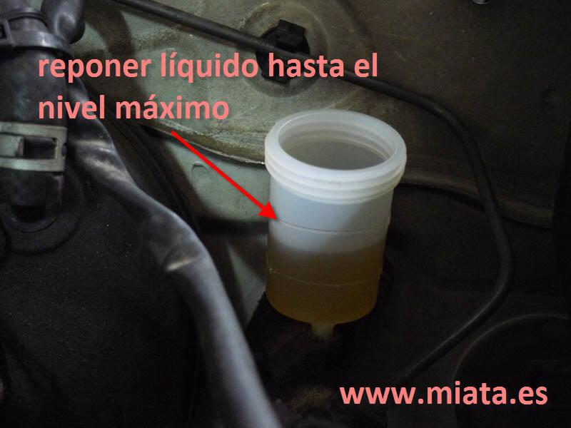 TUTORIAL DE COMO CAMBIAR EL EMPUJADOR HIDRAULICO DE LA LEVA DEL EMBRAGUE DEL MX-5/MIATA. 026