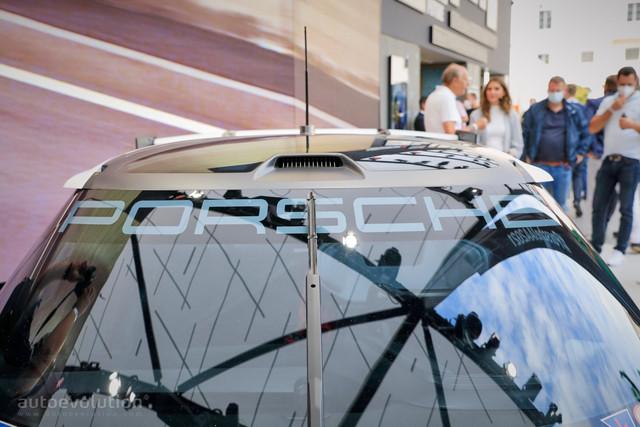 2021 - [Porsche] Mission R - Page 2 20-BCA899-20-C6-44-B3-A0-EE-C7-DE191-E4263
