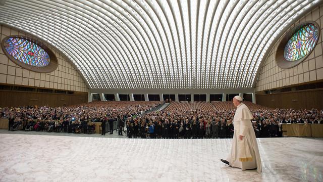 Vatican-Pope-s-Hall.jpg