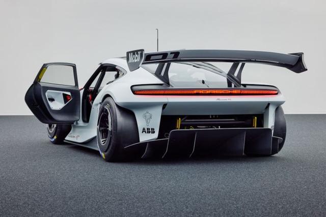 2021 - [Porsche] Mission R C7952627-6-EAA-45-FB-AF28-35-BB9-F327168