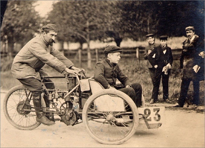 Rivierre sur mototri Contal, Gaillon 1905