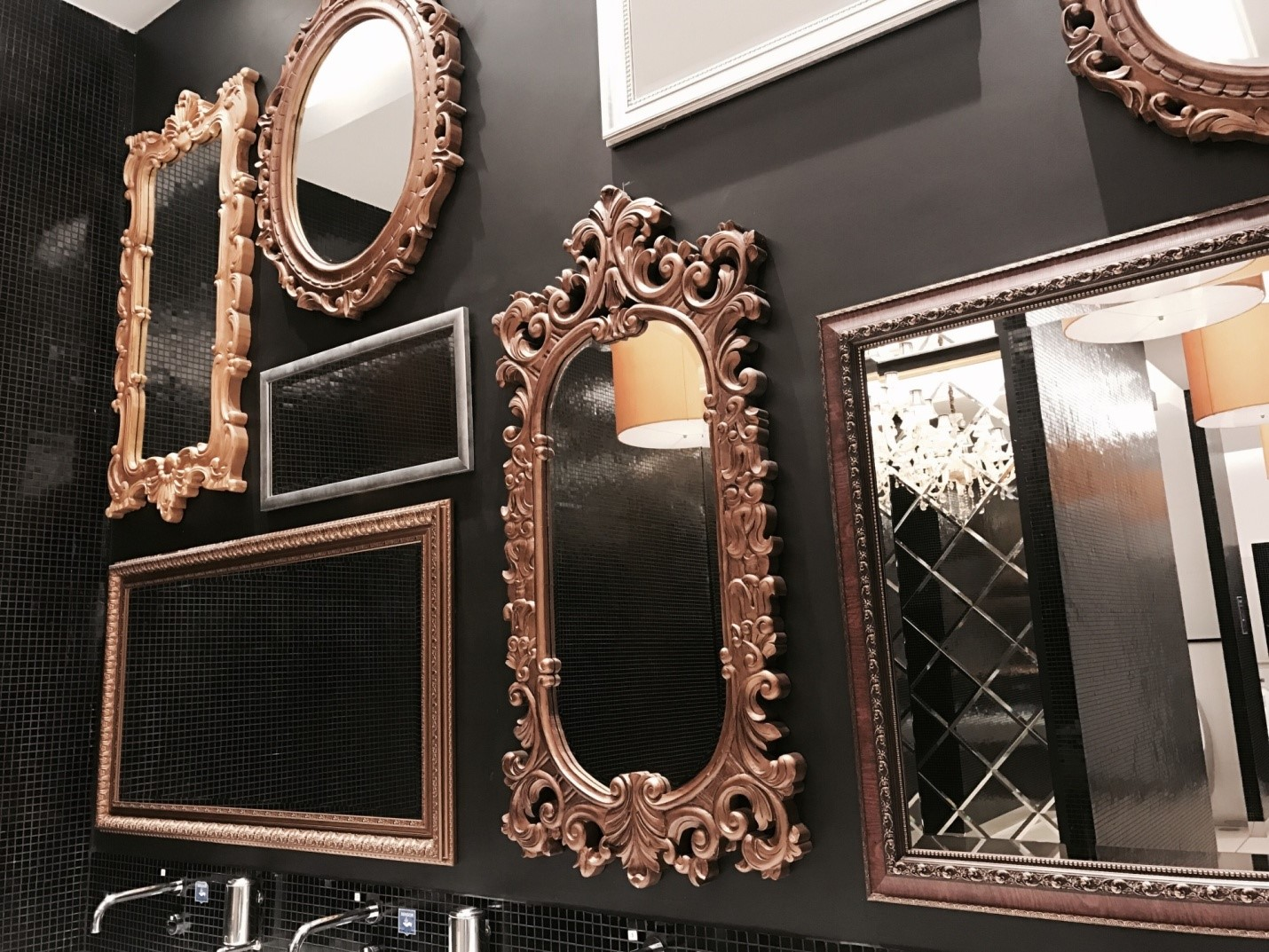 How Do I Choose the Best Wall Mirror for My New Apartment?
