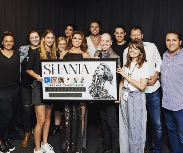 shania-nowtour-sydney121418-2millionsales.jpg