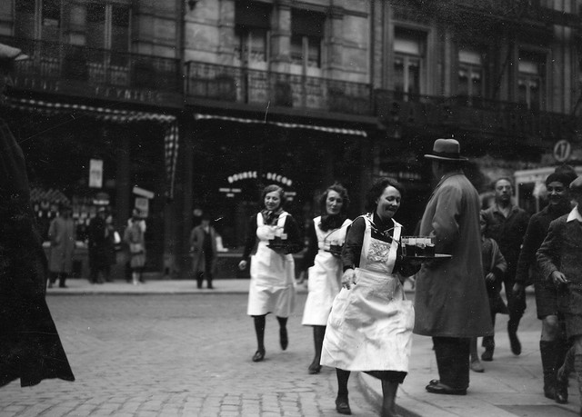 Race-of-waiters-and-waitresses-in-Brussels-5