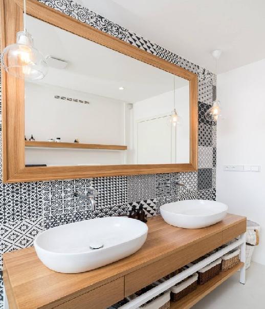 Элементы декора из дерева в ванной комнате