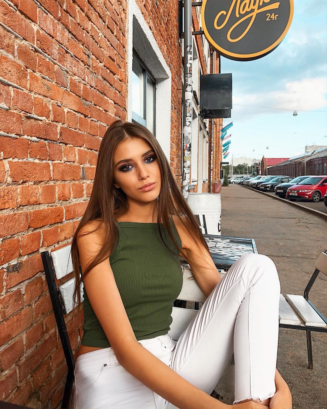 Elena-Fishman-Wallpapers-Insta-Fit-Bio-2