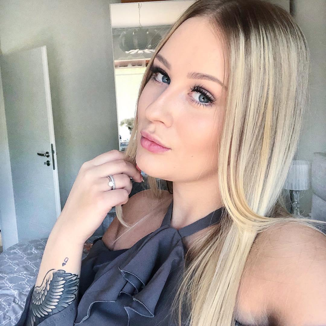 Angelika-Zajac-Wallpapers-Insta-Fit-Bio-8