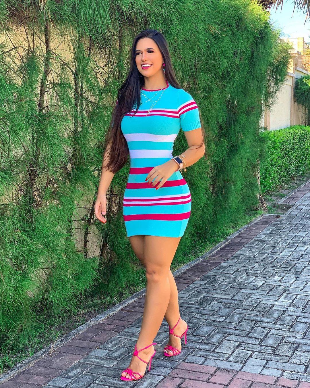 Amanda-Gomes-Wallpapers-Insta-Fit-Bio-1
