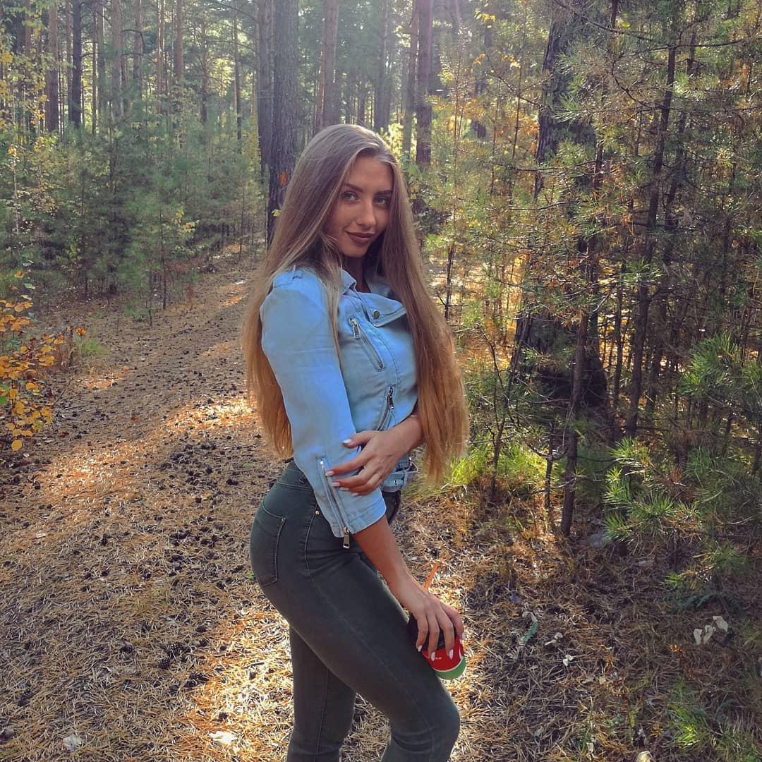 Alina-Cherepanova-Wallpapers-Insta-Fit-Bio-6