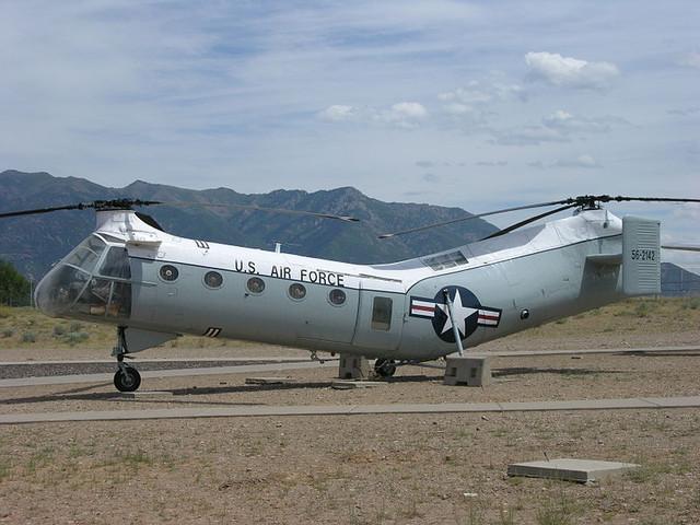 800px-Boeing-Vertol-H-21-B-Flying-Banana-3800121009