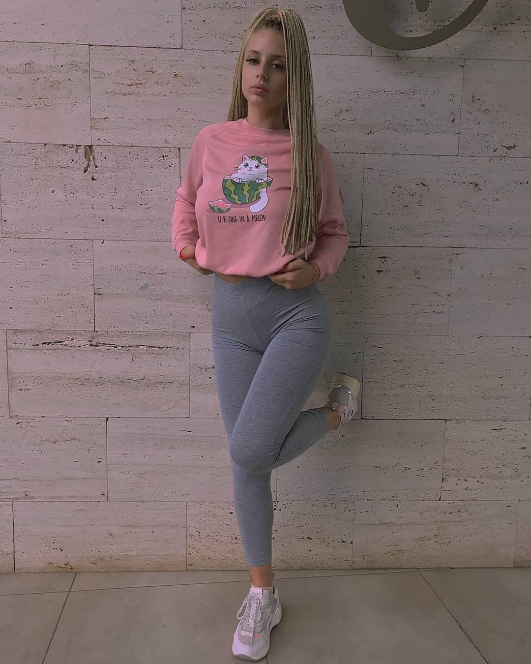 Jana-Zivkovic-Wallpapers-Insta-Fit-Bio-7